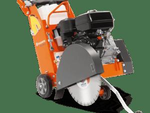 SCIE A SOL 8CV 300350MM - HUSQVARNA - FS400 - Machine pour bétons, asphaltes et les travaux de réparation de routes - Disponible dans les agences Nova Location dans les Alpes-de-Haute-Provence, Hautes-Alpes, Alpes-Maritimes, Bouches du Rhône, Var, Vaucluse