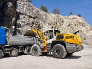 Chargeuse 3500L pour charger, déplacer plus de matériaux - disponible dans les régions PACA, Provence Alpes Côtes d'Azur, Auvergne Rhône Alpes, Occitanie dans les agences Nova Location
