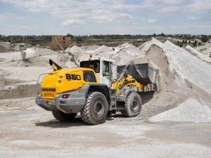 Chargeuse sur pneus 3000 L pour charger et déplacer rapidement des matériaux sur un chantier de terrassement - Engin à louer dans les agences Nova Location de votre région PACA, Provence Alpes Côtes d'Azur, Auvergne Rhône Alpes, Occitanie