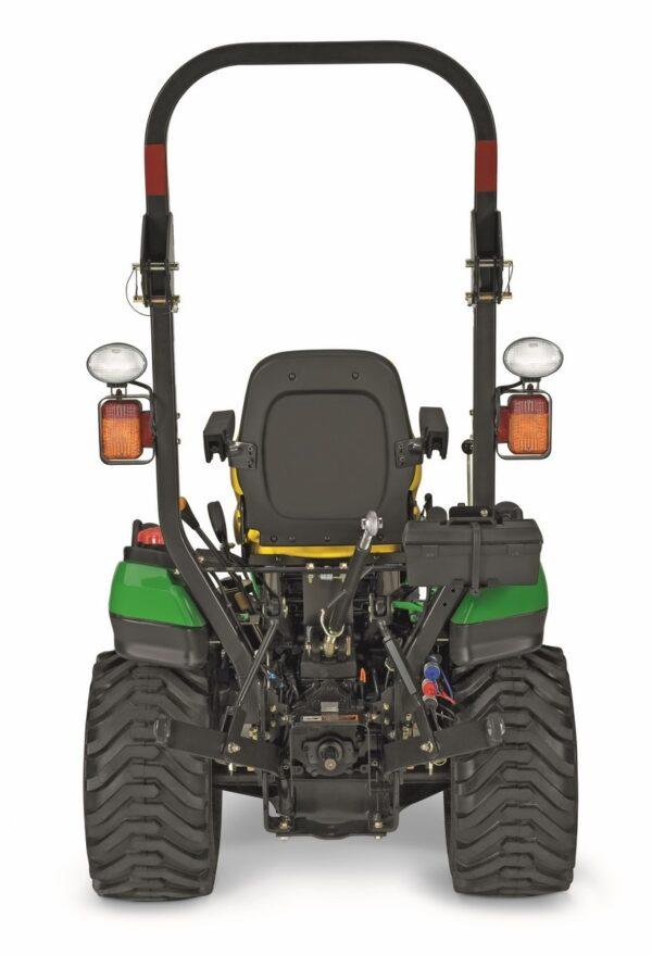 Tracteur 26CV pour réaliser plusieurs activités agricoles et de jardinage. Tracteur John Deere à louer dans les agences Nova Location des régions PACA, Provence Alpes Côtes d'Azur, Région SUD, Auvergne Rhône Alpes, Occitanie